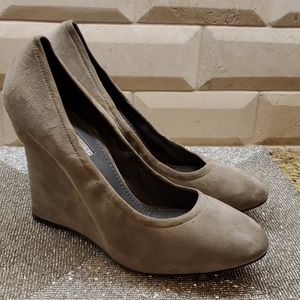 VERA WANG LAVENDER Suede Wedges - Size 9 1/2